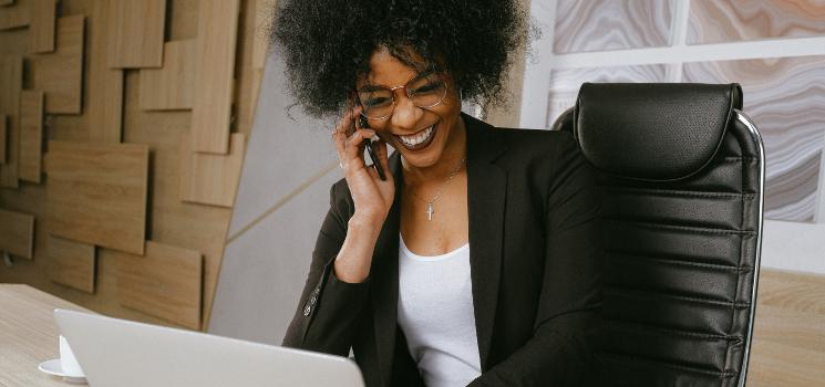 Gesunder Rücken im Büro: 3 Tipps für einen rückenfreundlichen Arbeitsplatz