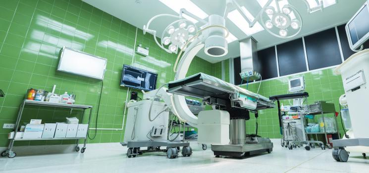 Klinik-Suche online: 3 Krankenhaus-Empfehlung-Plattformen inkl. Patienten-Zufriedenheit im Vergleich
