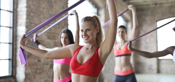 3 Fitness-Apps und Video-Trainings mit Übungen gegen Schulterschmerzen und Tennisarm