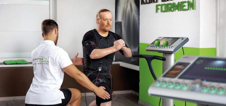 Fitness-Trend EMS Training: Was bringt die elektronische Muskelstimulation durch Reizstrom?